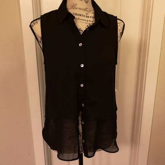 Forever 21 Tops - Forever 21 women's tank top button up size S black
